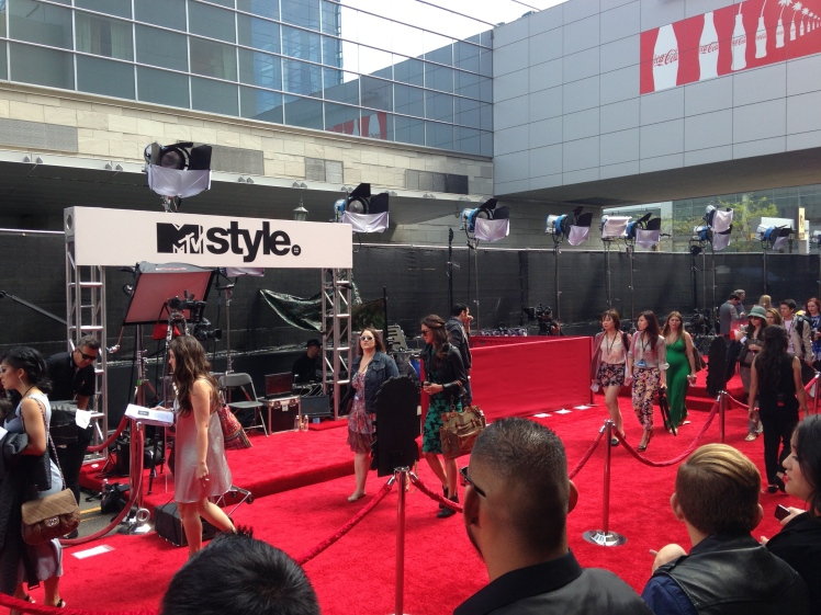 mtv movie awards, red carpet, mtv, movies, award shows, what the red carpet is like, celebrities, los angeles