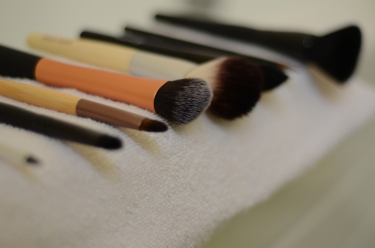 makeup brushes, how to clean your makeup brushes, clean makeup brushes