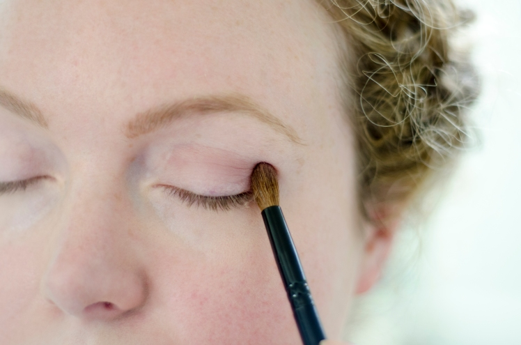 how to apply flawless eyeshadow, how to apply eyeshadow, eyeshadow, how to