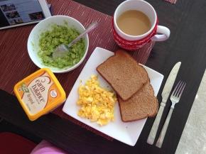 quick eats, avocado toast, scrambled egg, avocado toast recipes, scrambled egg recipes, recipe ideas, breakfast recipes, breakfast ideas, fast and healthy breakfast, healthy breakfast, fast breakfast ideas